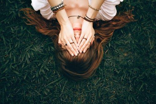 Depressieve, angstige en neerslachtige gedachten door langdurige stress. Hoe kun je dit stoppen?